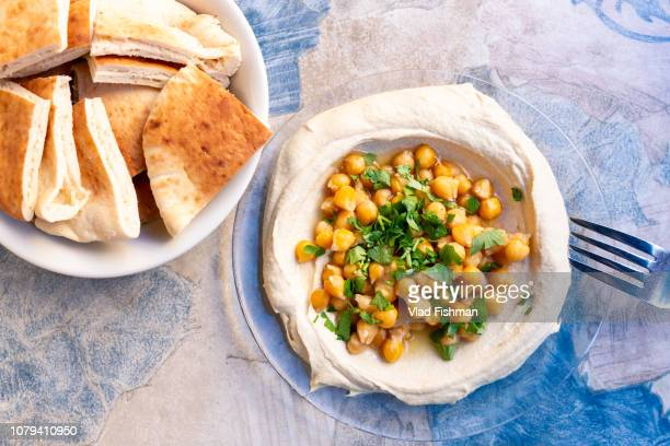 hummus dish with pita bread. flat lay overhead composition - jerusalem stock pictures, royalty-free photos & images