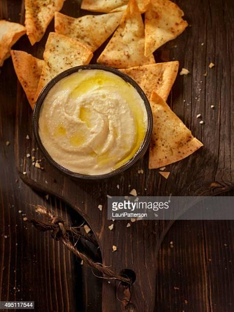 Hummus con Chips di Pita al forno
