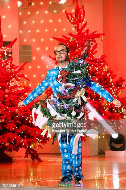 Humorist Jarry performs during the Christmas' 'Vivement Dimanche' French TV Show at Pavillon Gabriel on December 21 2015 in Paris France