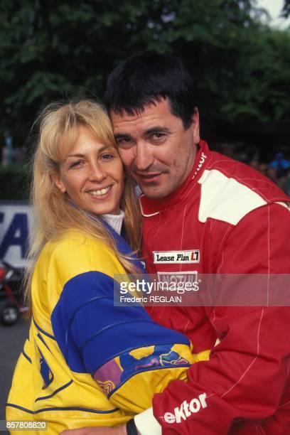 Humoriste Jean-Marie Bigard et sa femme Claudia participent a une course de karting, le 29 mai 1994, Garches, France.