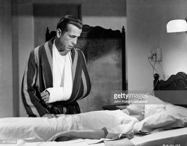 Humphrey Bogart gets away with a broken arm, while Lizabeth Scott looks in worse shape in the film noir 'Dead Reckoning', directed by John Cromwell.