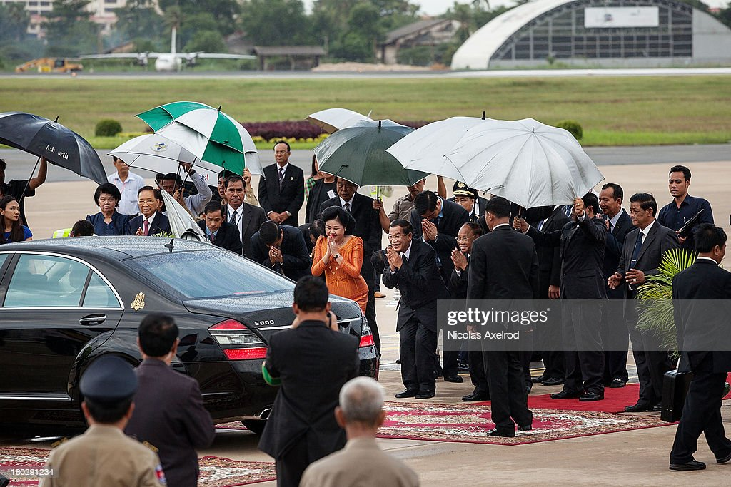 PM Hun Sen and his wife Bun Rany greet King Norodom Sihamoni and Queen Mother Norodom Monineath as they leave Phnom Penh airport on September 11, 2013 in Phnom Penh, Cambodia. King Norodom Sihamoni returns to Cambodia amid election controversy and has been asked by the opposition leader to intervene in the election dispute. The King had been in China where it is said he was receiving a medical check up.