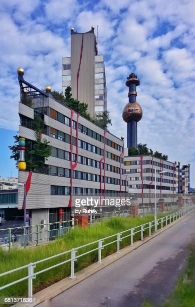 hundertwasser power plant at spittelau, vienna, austria - incinerator - fotografias e filmes do acervo