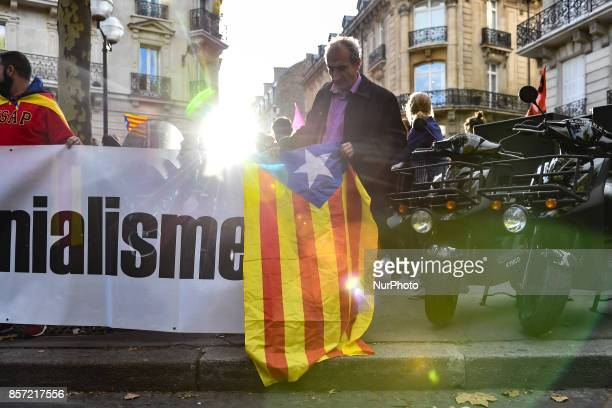 Hundred demonstrators protest in front of the ambassy of Spain in Paris, on October 3, 2017 to protest against the violence of spanish policemen on...