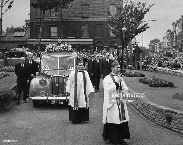 Hundreds attend the funeral procession of British light heavyweight champion Freddie Mills, 30th July 1965. A friend of the Krays, his death from a...