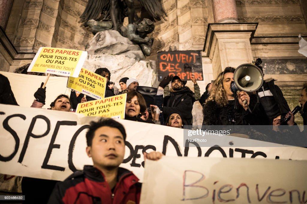 Immigration Law Protest March in Paris : Photo d'actualité