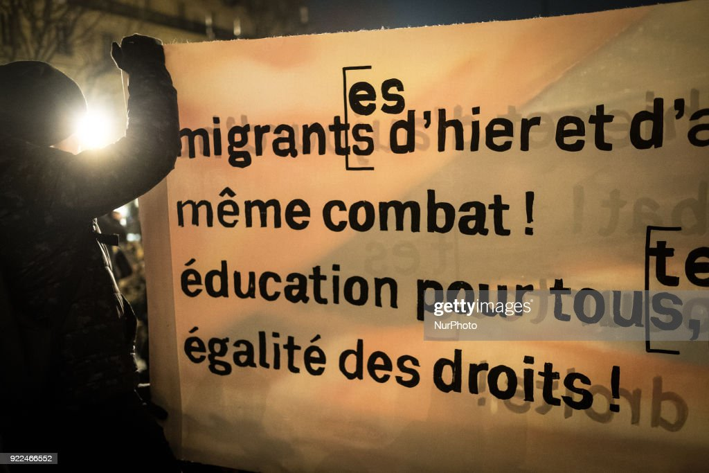 Immigration Law Protest March in Paris : Nachrichtenfoto