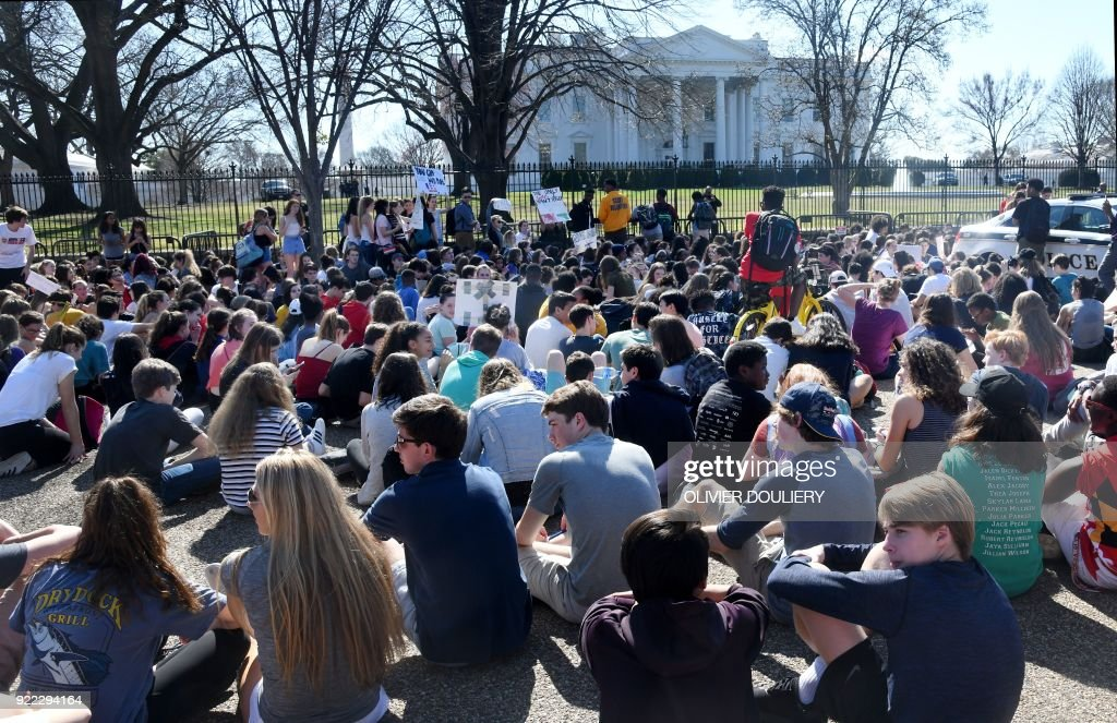 Hundreds of high school and middle school students from the District of Columbia, Maryland and Virginia staged walkouts and gather in front of the White House in support of gun control in the wake of the Florida shooting February 21, 2018 in Washington, DC. / AFP PHOTO / Olivier Douliery