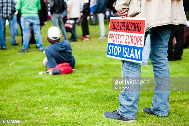 Hundreds of members of far right movements in Europe like Hogesa and Pegida held a demonstration starting at the Villa de Bank in Enschede...