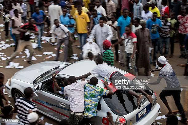 Hundreds of Nigerians celebrate at an intersection in the flashpoint northern city of Kaduna on March 31 2015 the victory of main opposition All...