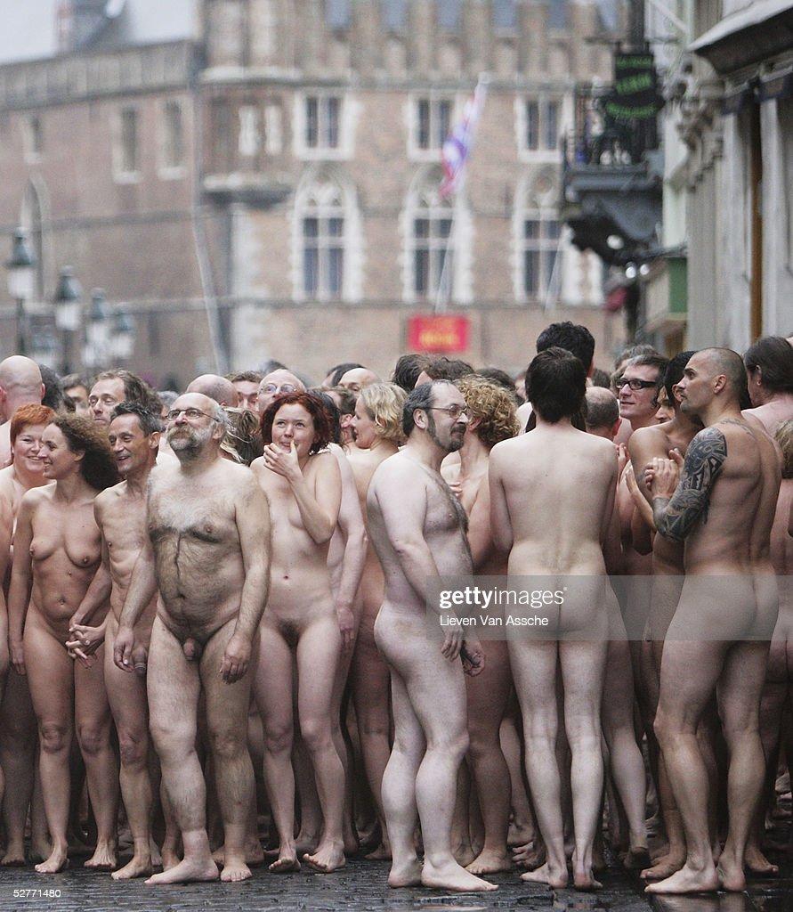 Пошлое видео голых людей, сливает в телку