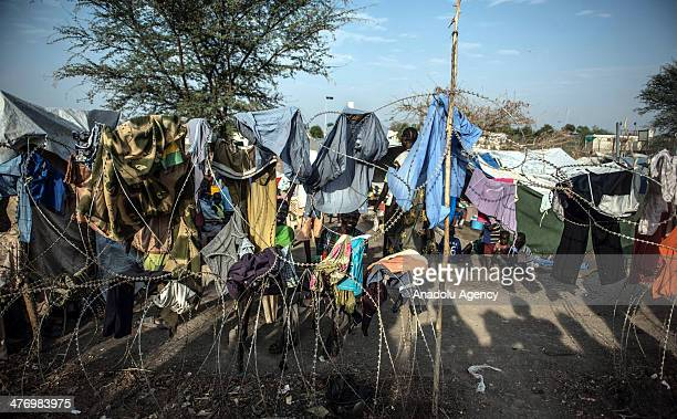Hundreds of people fled to the United Nations Mission camp in Malakal city, due to the ongoing clashes between security forces and opposition groups...