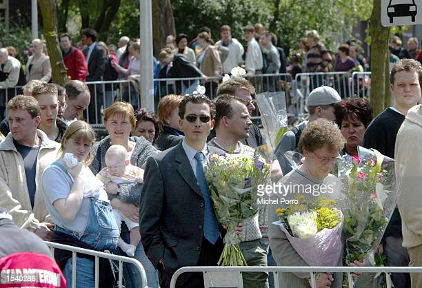Hundreds of people line up to pay their respects outside the house of slain Dutch rightwing politician Pim Fortuyn May 7 2002 in Rotterdam...