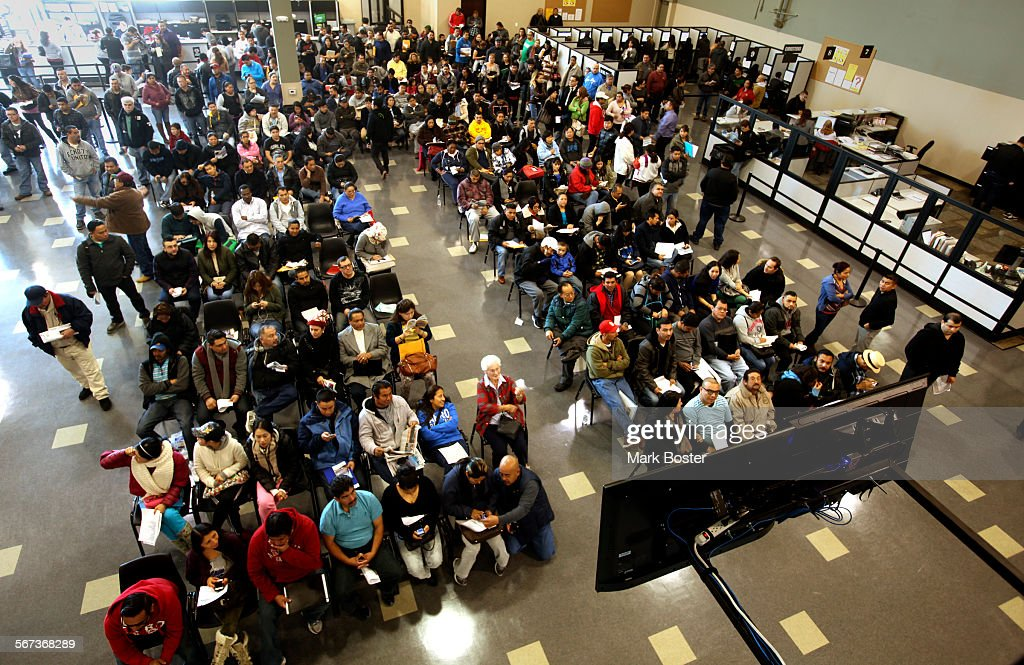 STANTON, CA., JANUARY 2, 2015: Hundreds of people without legal status line-up inside the Department : News Photo