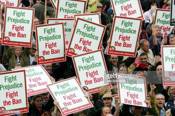 Hundreds of protesters hold up placards protesting against the ban on fox hunting in front of the Brighton Conference Center 28 September 2004 as...