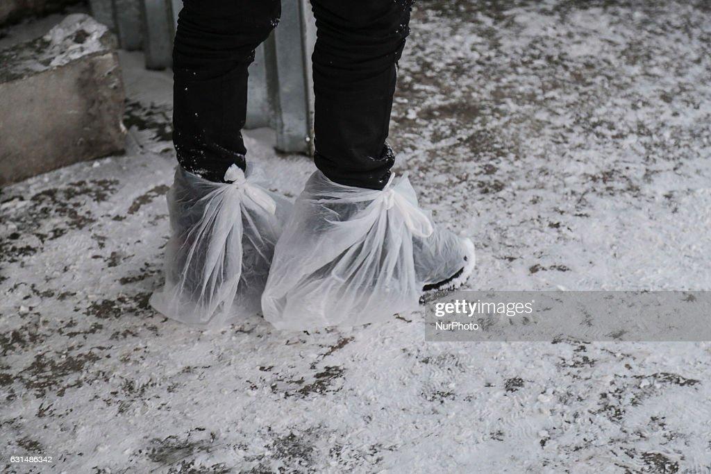 Refugee camp under heavy snowfall in Greece - Softex camp Greece : News Photo