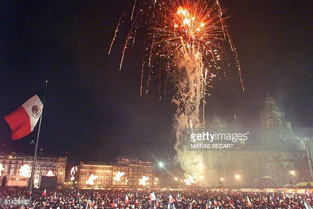 Hundreds of thousands of Mexicans who gathered in Mexico City's central plaza to celebrate the country's 189th Independence Day 15 September 1999...