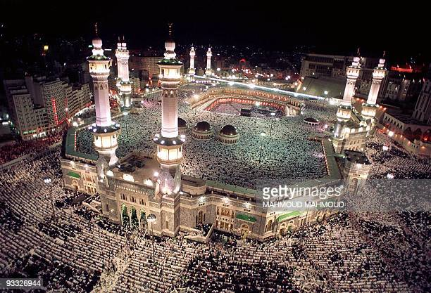 Hundreds of thousands of Muslim pilgrims throng Mecca's Grand Mosque Islam's holiest shrine late 11 December 2001 to mark the 27th night of the holy...