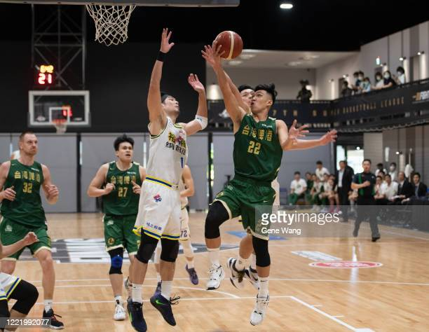 Hung Han Huang of Taiwan Beer attempts the basket under heavy defense during the SBL Finals Game Six between Taiwan Beer and Yulon Luxgen Dinos at...