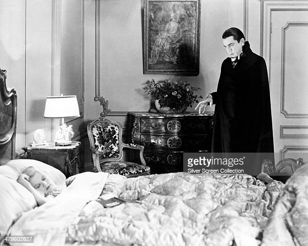Hungarian actor Bela Lugosi as the vampire Count Dracula and American actress Frances Dade as Lucy Weston in 'Dracula' directed by Tod Browning 1931
