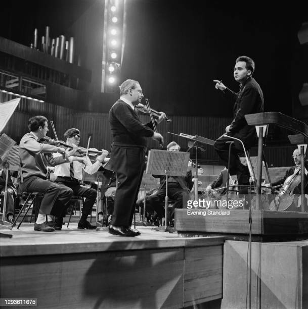 Hungarian conductor Istvan Kertesz conducts American violinist Isaac Stern in an orchestral concert at the Royal Festival Hall in London, UK, 1st...