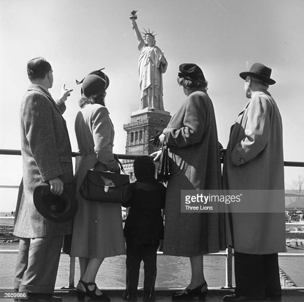Hungarian immigrants arriving in America looking from the deck of their ship towards the Statue of Liberty