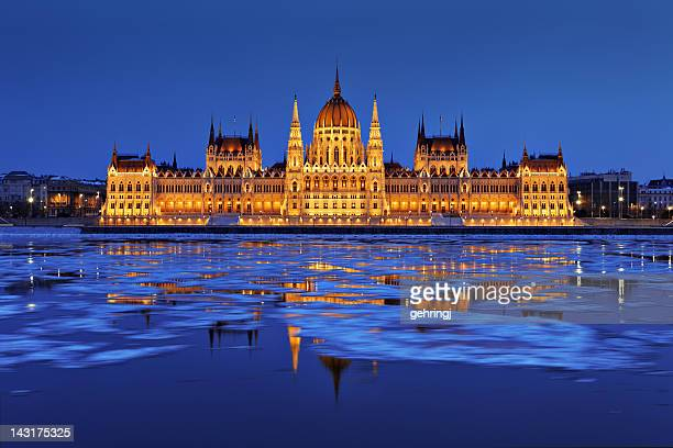 hungarian parliament at dusk - budapest stock pictures, royalty-free photos & images