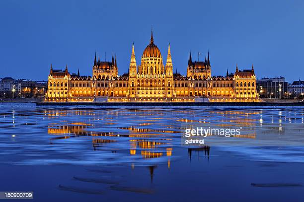 hungarian parliament at dusk - danube river stock pictures, royalty-free photos & images