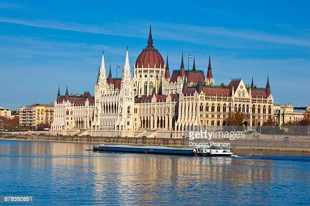 hungarian parliament building, budapest, hungary, europe - sede do parlamento húngaro - fotografias e filmes do acervo
