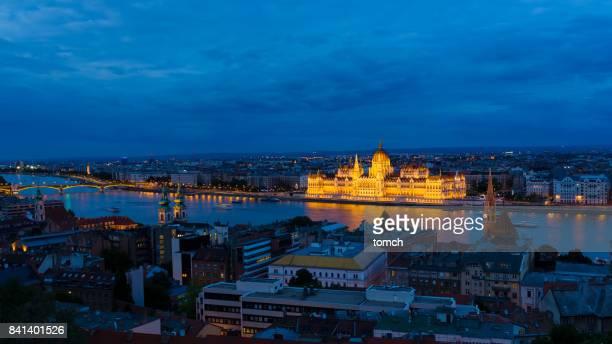 sede do parlamento húngaro - ponto turístico local - fotografias e filmes do acervo