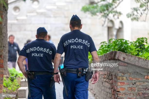 policías húngaros - hungria fotografías e imágenes de stock
