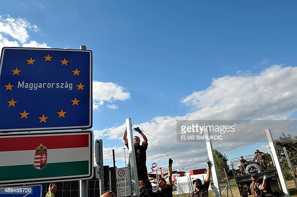 Hungarian soldiers raise a fence at the CroatianHungarian border between the villages of Baranjsko Petrovo Selo Croatia and Beremend Hungary on...