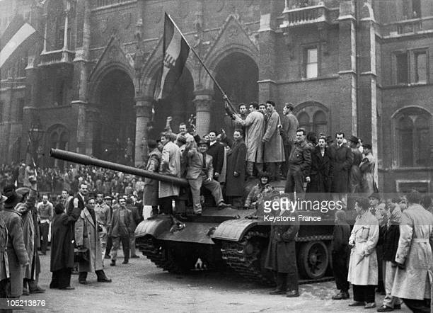 Hungarians Replacing The Soviet Star By A Symbol Of Kossuth Lajos In Budapest Before The Parliamentary Building In November 1958 After Having...