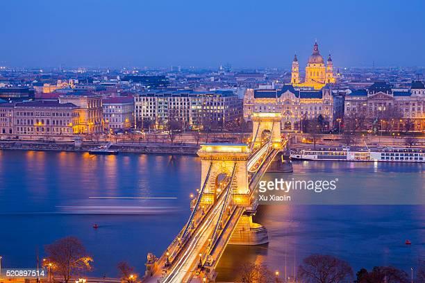 hungary budapest night view - ponte széchenyi lánchíd - fotografias e filmes do acervo