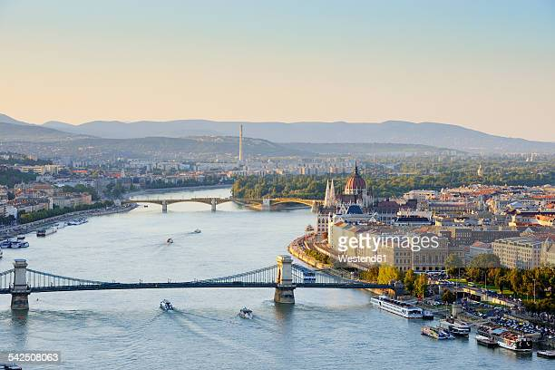 hungary, budapest, view to river danube, chain bridge and parliament buildung, margaret bridge and margaret island - budapeste - fotografias e filmes do acervo