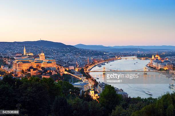 hungary, budapest, view to river danube, chain bridge, buda castle and parliament building, blue hour - royal palace budapest stock pictures, royalty-free photos & images