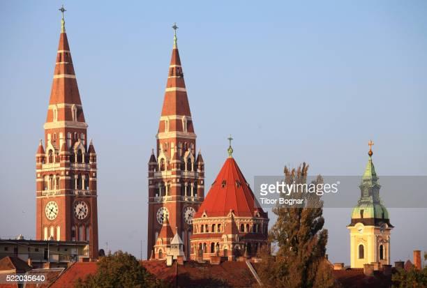 hungary, szeged, cathedral, votive church, d—m, serbian orthodox - hungria fotografías e imágenes de stock