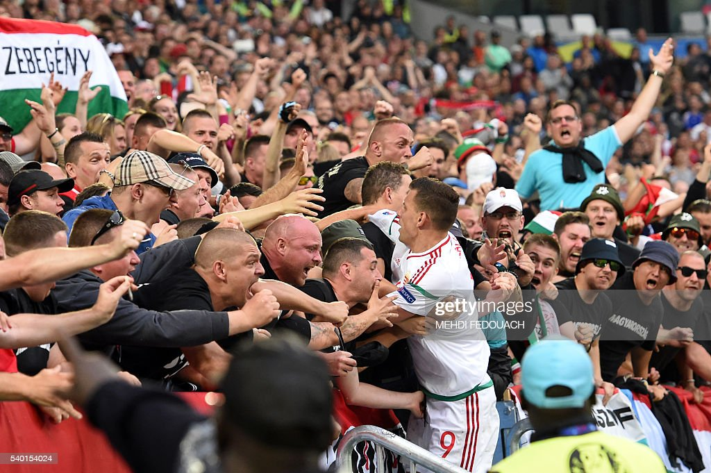 Hungary's forward Adam Szalai (C) celebrates with fans after scoring his team's first goal during the Euro 2016 group F football match between Hungary and Austria at the Matmut Atlantique stadium in Bordeaux on June 14, 2016. / AFP / Mehdi FEDOUACH