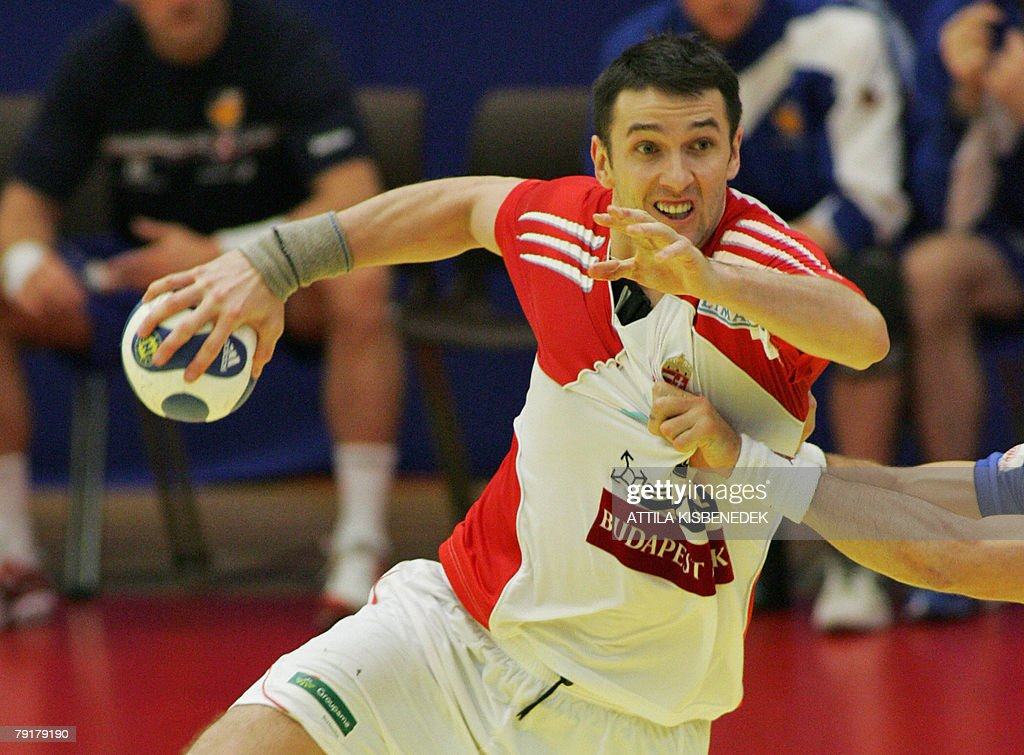 Hungary's left back Ferenc Ilyes prepares to shoot against Iceland during their 8th Men's European Handball Championship Main Round match, 23 January 2008 at the Spektrum sports hall in Trondheim. Iceland won 36-28.