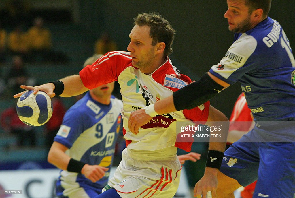 Hungary's left wing Gergo Ivancsik (L) is tackled by Iceland's pivot Robert Gunnarsson during their 8th Men's European Handball Championship Main Round match, 23 January 2008 at the Spektrum sports hall in Trondheim.
