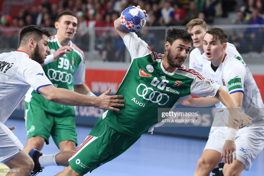 Hungary's Mate Lekai (C) shoots to score a goal during the group D match of the Men's 2018 EHF European Handball Championships between Czech Republic and Hungary at the Varazdin Arena on January 17, 2018. / AFP PHOTO / Attila KISBENEDEK