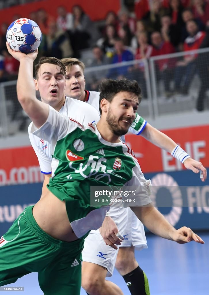 Hungary's Mate Lekai shoots to score a goal during the group D match of the Men's 2018 EHF European Handball Championships between Czech Republic and Hungary at the Varazdin Arena on January 17, 2018. / AFP PHOTO / Attila KISBENEDEK