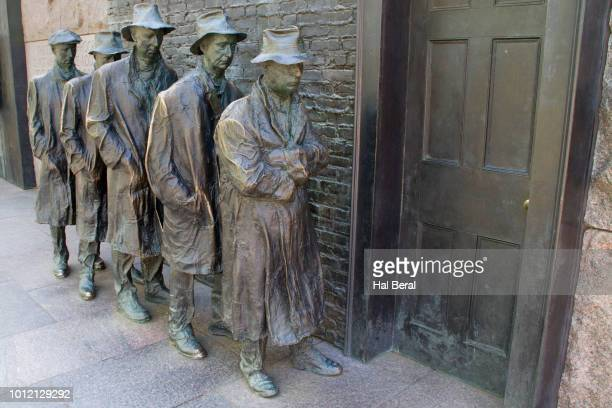 hunger statue at the frd memorial - depression bread line stock pictures, royalty-free photos & images