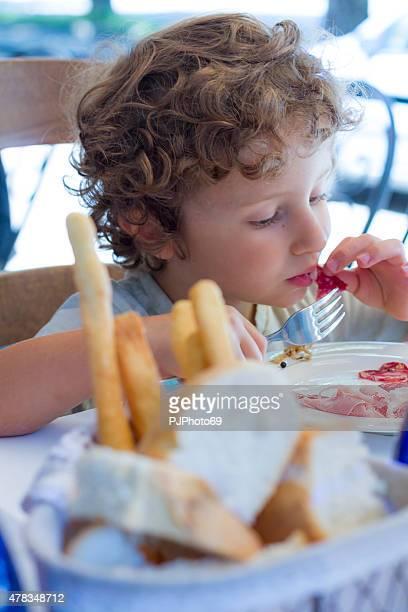 分岐点のお子様 1 名分のお食事をご用意し、 - pjphoto69 ストックフォトと画像