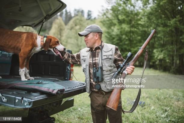 hunter and dog preparing for hunt session. - hunting stock pictures, royalty-free photos & images