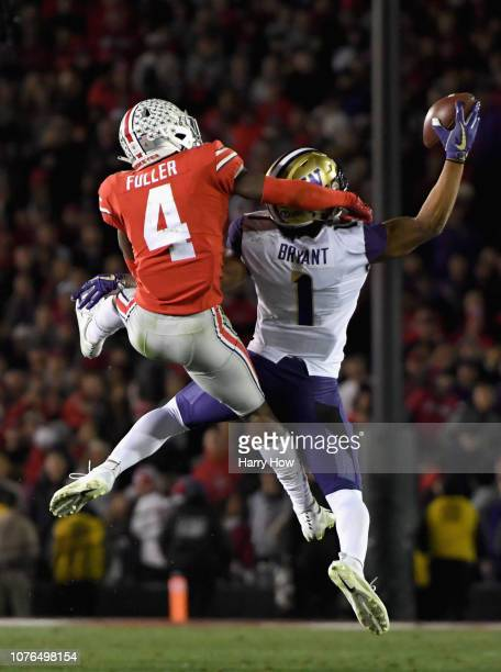 Hunter Bryant of the Washington Huskies makes a onehanded catch during the second half in the Rose Bowl Game presented by Northwestern Mutual at the...