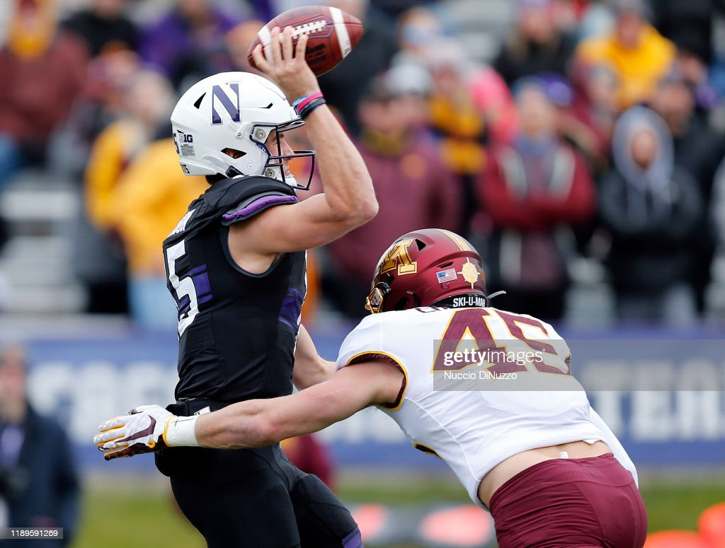 Minnesota v Northwestern : News Photo