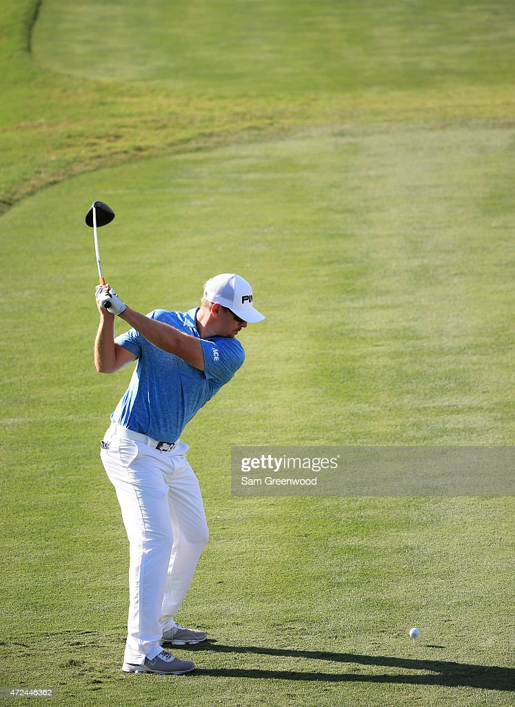 Hunter Mahan plays his shot from the 18th tee during round one of THE PLAYERS Championship at the TPC Sawgrass Stadium course on May 7, 2015 in Ponte Vedra Beach, Florida.