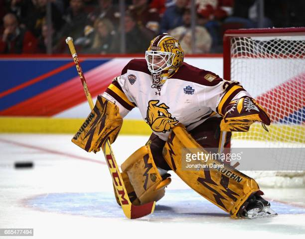Hunter Miska of the MinnesotaDuluth Bulldogs readies to make a save against the Harvard Crimson during game one of the 2017 NCAA Division I Men's...