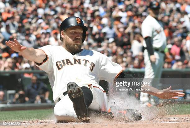 Hunter Pence of the San Francisco Giants scores against the Minnesota Twins in the bottom of the fourth inning at ATT Park on June 11 2017 in San...